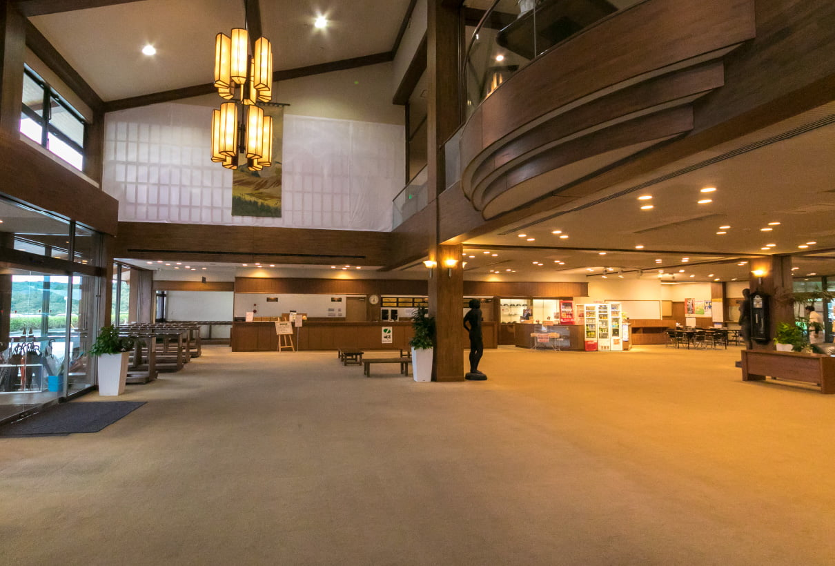 LOBBY / FRONT